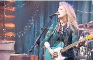 ??  ?? Academy Award win­ner Meryl Streep stars as a hard-rock­ing singer/gui­tarist in 'Ricki and the Flash'.