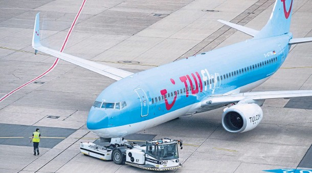 ??  ?? RE­FU­ELLING FOR TAKE-OFF: Hol­i­day op­er­a­tor Tui is restart­ing its hol­i­day pro­gramme to serve eight des­ti­na­tions across Spain and Greece from July 11, the firm said