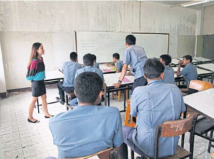 ??  ?? DIS­CRIM­I­NA­TION: Filip­ina teacher Lyn­d­say Ca­bildo was paid 15,000 baht a month when she first started work­ing in Thai­land. Her white col­leagues were of­fered dou­ble to do the same job.