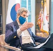 ?? CHANG W. LEE/THE NEW YORK TIMES ?? U.S. climate envoy John Kerry during an interview Sunday in Seoul, South Korea. The U.S. and China have agreed to fight climate change.