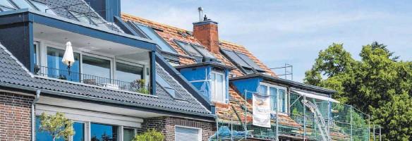 ?? FOTO: KIRSTEN NEUMANN/DPA ?? Ein zusätzlicher Dachgiebel ist aufwendig, von der Genehmigung bis zum Bau. Bringt aber viele Vorteile mit sich.