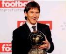 ??  ?? Foi em 2009 que Messi venceu a primeira de seis Bolas de Ouro do currículo. A glória chegou cedo: estava com 22 anos