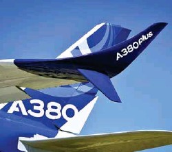??  ?? Tom Enders, CEO Airbus, announcing that production of A380 will stop in 2021