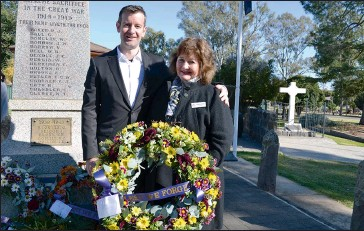 ??  ?? Rutherglen-based Indigo Shire Councillor Roberta Horne laid a wreath on behalf of the shire council and is pictured here with 33-year-old son Alexander Stender form the Army in Canberra.
