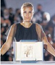 ??  ?? La francesa Julia Ducournau ganó la Palma de Oro.