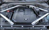 ??  ?? Au côté des turbodiesel, ce 40i, un 6 cylindres en ligne suralimenté de 340 ch, constitue, dans un premier temps, la seule proposition essence sur le marché français.