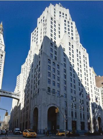 ?? Foto: Keystone ?? Turbulenzen wegen Engagement bei einem US-Hedgefonds: Ein CS-Gebäude in New York.
