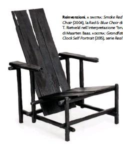 "??  ?? Reinvenzioni.a sinistra: Smoke Red Blue Chair (2004), la Red & Blue Chair di Gerrit T. Rietveld nell'interpretazione ""bruciata"" di Maarten Baas. a destra: Grandfather Clock Self Portrait (2015), serie Real Time."