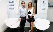 ??  ?? La periodista Paula Trapani visitó los estudios de Eco Medios y recorrió las instalaciones junto a Manuel Marvaso.