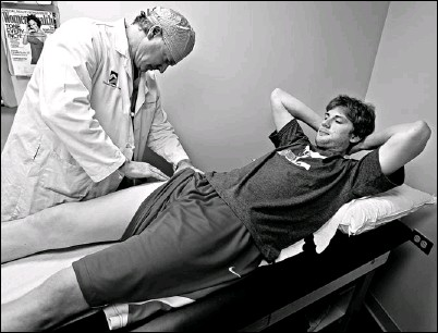 ?? By Marc Piscotty for USA TODAY ?? Exploring options: Surgeon Marc Philippon performs a follow-up last week on Nationals pitcher Ross Detwiler at the Steadman Hawkins Clinic, where Detwiler had hip surgery. The Vail, Colo., clinic is known for its cutting-edge treatments.