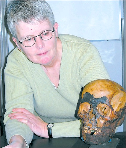 ??  ?? Forensic anthropologist Brenda Clark of Camosun College in Victoria displays the Sooke mummy, recovered from a storage locker where it had been kept for years inside a bicycle helmet box. — HANDOUT PHOTO.
