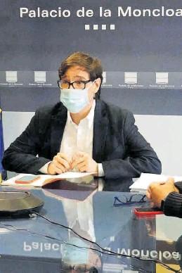 ?? EFE / DIEGO DEL MONTE ?? El ministro de Sanidad, Salvador Illa, ayer en la reunión en Moncloa.