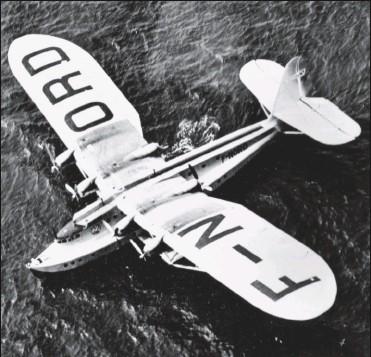 ?? DR/COLL. J. DELMAS ?? Le Latécoère 521, avec une envergure de 49 m et une surface alaire de 330 m2 pour une masse de 41 t, constitue à lui seul en 1937 toute la flotte d'Air France Transatlantique. Mais ses performances sont d'une autre époque.