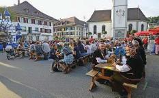 ?? Archivfoto: Daniel Fuchs ?? In Huttwil wird in diesem Jahr wieder wie gewohnt auf dem Brunnenplatz gefeiert. So wie hier 2016.
