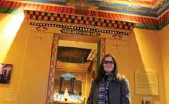 ?? JENNIFER BAIN/TORONTO STAR ?? At Newark Museum, Katherine Anne Paul (curator of the arts of Asia) shows off the Tibetan collection.