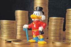 ?? FOTO: IMAGO IMAGES ?? Steckt in jedem ein kleiner Dagobert Duck? Laut US-Forschern steigt mit zunehmendem Reichtum auch die Lebenszufriedenheit.