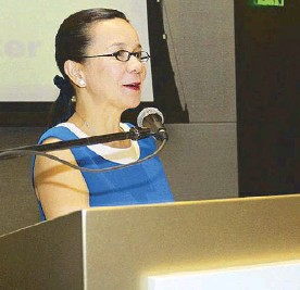 ??  ?? Sen. Grace Poe delivers her speech as guest speaker for the Journalism Awards.