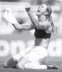 "?? ROBERTO SCHMIDT/AGENCE FRANCE-PRESSE/GETTY IM­AGES ?? Brandi Chastain said her life changed ""dra­mat­i­cally"" when she joined the U.S. squad — and not just be­cause of her iconic goal."