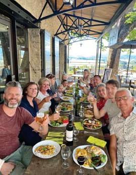 ?? FOTO RR ?? De familie Sidarow uit Diepenbeek trok met z'n veertien naar Zuid-Frankrijk.