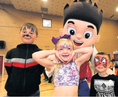 ??  ?? Face- painting friends the costumed characters Pictured from the left are David Barty, Reagan Whalen and Luke Montgomery with one of