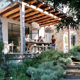 ??  ?? OUTDOORS An outdoor dining area with a traditional Spanish timber roof (top left) was added to create a formal entrance to the home. Sarah, pictured with her nieces, Annella and Rosa, bought the two oversized pendants in Bali – for similar, try 'Indie' handwoven lights from Uniqwa.