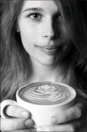 ?? CHRIS MIKULA, THE OTTAWA CITIZEN ?? Laura Perry is eager to compete in the eastern regional championship in Montreal for baristas hoping to become Canada's champion. 'It's as much a science as an art form,' she says of the skill of making the perfect cappuccino.