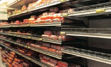 ??   CINDY WAXA African News Agency (ANA) ?? IN THIS FILE photo taken in 2018, products that might have been linked to the listeriosis outbreak were removed from Shoprite's shelves.