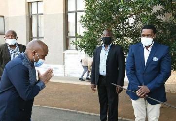 ?? Isithombe: KwaZulu-Natal Government ?? ZONKE ZIYAMVUMA UMFO KAMDLOKOMBANE: UNdunankulu waKwaZulu-Natal ekhuleka kuSILO esisha