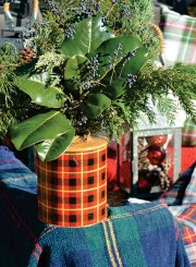 ??  ?? OPPOSITE: Make it a fun and festive day all around. Hang a wreath on the front of your car or add reindeer antlers to the windows. BELOW: A thermos doubles as a vase for a woodsy bouquet of glossy magnolia leaves, cypress branches and juniper berries.