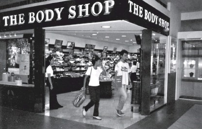 ??  ?? The Body Shop's first store in the Philippines opened 25 years ago at SM Southmall.