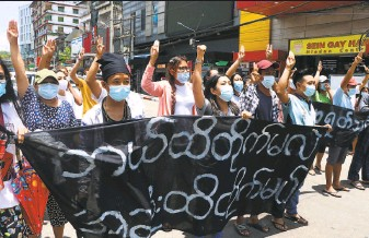 ?? Associated Press ?? Coup protesters raise the threefinger salute of defiance during a demonstration in Yangon against the military junta that seized power from the elected government of Aung San Suu Kyi.