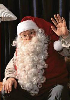 ?? Foto: Santa Claus Villagedpa ?? Der Weihnachtsmann ist einer der Geschenkebringer in Deutschland. Er kennt auch das Christkind und den Nikolaus, wie er in diesem Interview erzählt. Hier erfährst du auch, wie du ihn kontaktieren kannst.
