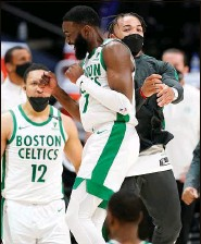 ?? DAVID ZALUBOWSKI | Associated Press ?? The Celtics' Jaylen Brown (20 points), front left, celebrates with Carsen Edwards late in the second half.