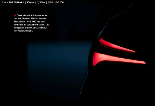??  ?? Canon EOS 6D Mark II   200mm   1/250 s   f/4,0   ISO 100 >> Diese abstrakte Nahaufnahme der leuchtenden Rücklichter des Mercedes CLA45 AMG enstand ebenfalls im dunklen Parkhaus. Die Fotografin arbeitet ausschließlich mit Available Light.