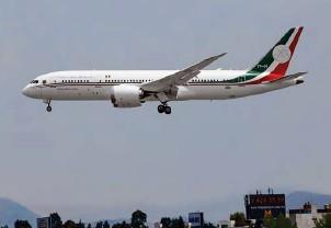 ??  ?? OFERTA. López Obrador ha ofrecido el avión presidencial al expresidente de EU, Donald Trump, así como a Carlos Slim y otros empresarios.