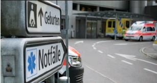 """??  ?? RTW St. Gallen am Spital. Der """"Star of Life""""dient als Zeichen für notfallmedizinische Hilfe."""
