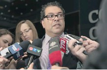 ?? ELIZABETH CAMERON ?? Mayor Naheed Nenshi speaks to the media after apologizing for his recorded remarks on Monday night.