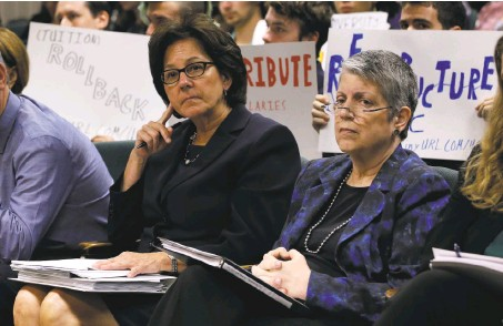 ?? Rich Pedroncell­i / As­so­ci­ated Press ?? The of­fice of UC Pres­i­dent Janet Napoli­tano (right) al­legedly or­dered cam­puses to re­veal their re­sponses to se­cret au­dit sur­veys.