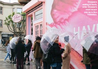 ??  ?? Shoppers waiting in line to enter Glossier's most recent pop-up in San Fransisco.