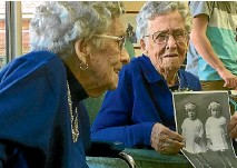 ??  ?? Cora Wright, left, and Elsie Fagg have notched up a milestone birthday together.