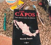 ??  ?? (1) En Jícaro Galán fueron aseguradas dos propiedades al exjefe policial. (2) Camiones de uso agrícola fueron decomisados. (3) Un libro sobre rutas de narcotráfico fue hallado en el escritorio del exgeneral.