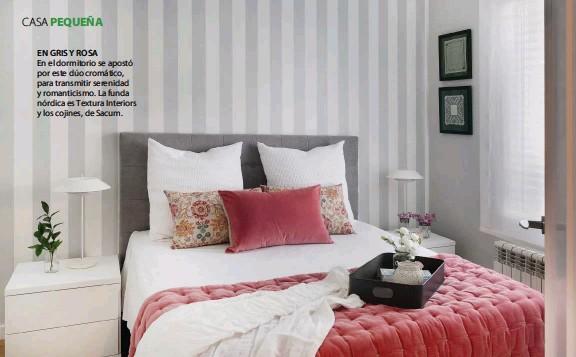 ??  ?? EN GRIS Y ROSA En el dormitorio se apostó por este dúo cromático, para transmitir serenidad y romanticismo. La funda nórdica es Textura Interiors y los cojines, de Sacum.