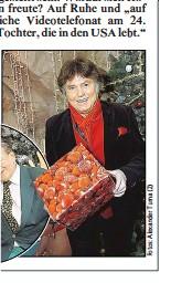??  ?? Roberts in Wien. Gastgeber Lugner und der Weihnachtsmann .