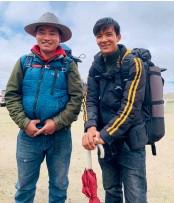 ??  ?? 21岁的罗布次仁(左)和 25 岁的索朗多吉(右)是牦牛运输队成员,也是神山圣湖的守护者