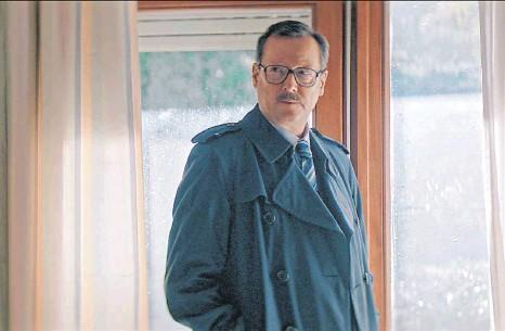?? FOTO: NDR/CONRADFILM, BAVARIA FICTION /CHRISTIANE PAUSCH ?? Präzise zeichnet Matthias Brandt die Figur des Thomas Bethge, der nach 30 Jahren den Tod seiner Schwester aufklärt.