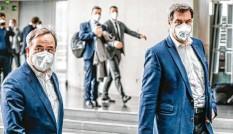 ?? Foto: Michael Kappeler, dpa ?? Armin Laschet (links) hat sich durchgesetzt: Er tritt für die Union als Kanzlerkandidat an und nicht Markus Söder (rechts).