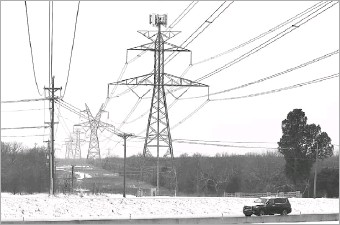 ?? Tom Fox/staff Photographer ?? Berkshire Hathaway Energy is proposing an $8.3 billion project to prevent Texas from facing future prolonged blackouts. Above, a driver made his way down State Highway 287 in South Arlington during February's freeze.