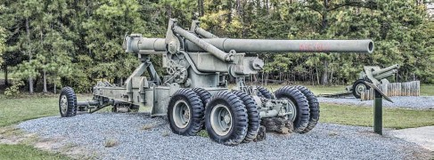 ??  ??  This is the typical load for the M-1 Ordnance tractor, the legendary M-1 155mm Long Tom. It had a 6.1-inch bore and could fire a 45 pound round at 2,800 feet per second up to 15 miles. It fired eight different types of projectiles using bagged charges.. The Armor Piercing round could penetrate up to 7.7 inches of armor plate and the HE round could blast through 6.5 feet of concrete. Rate of fire is listed at 40 rounds per hour, served by a crew of 14. The complete assembly weighed 30,500 pounds. Dsdugan