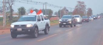 ??  ?? Una caravana de vehículos recorrió las principales calles de Concepción tras el oficio religioso..