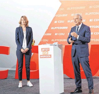 ?? FOTO: BERND WEISSBROD/DPA ?? Isabell Huber, die neue Generalsekretärin der CDU in Baden-Württemberg, und Thomas Strobl, der Landesvorsitzende, sparten beim Parteitag zur Aufstellung der Landesliste nicht mit Attacken in Richtung der Grünen.